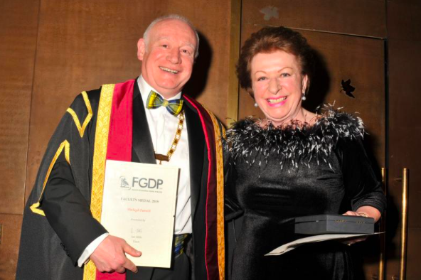 Shelagh Farrell receiving the Faculty Medal from FGDP(UK) Dean Ian Mills